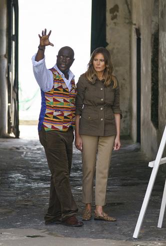 Фото №9 - Образы Брижит Макрон и Мелании Трамп в Африке: чей модный гардероб оказался удачнее