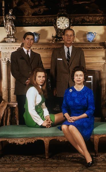 Елизавета II, принцесса Анна, принц Чарльз, принц Филипп