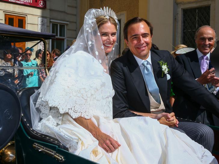 Фото №1 - Платье из сказки и роскошная тиара: как прошла свадьба принцессы Лихтенштейна