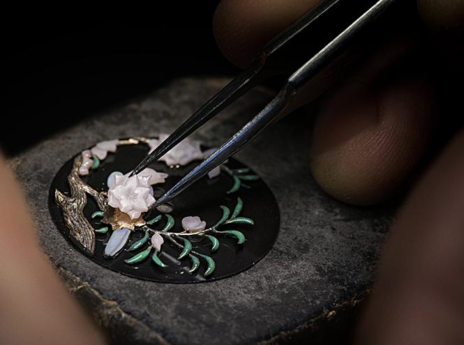 Фото №8 - Магия создания часов Mademoiselle Prive Glyptique от Chanel