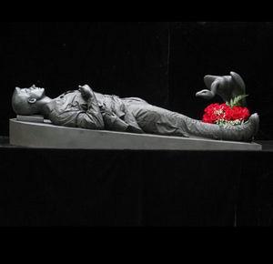 Фото №1 - Бронзовые уши мертвого принца Гарри продадут на eBay