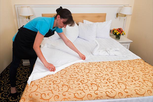 Фото №2 - Мастер-класс: как сделать лебедей из полотенца