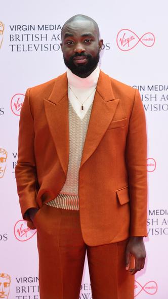 Фото №15 - Теле-BAFTA 2021: самые стильные знаменитости на красной дорожке