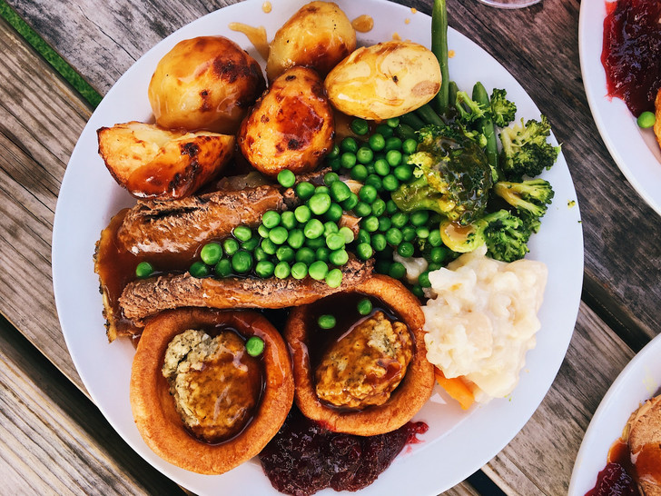 Фото №2 - Как готовить йоркширский пудинг: секретный рецепт от личного повара Королевы