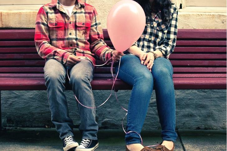 Фото №1 - Вопрос дня: Все парни, с которыми я хочу дружить, влюбляются в меня. Что я делаю не так?
