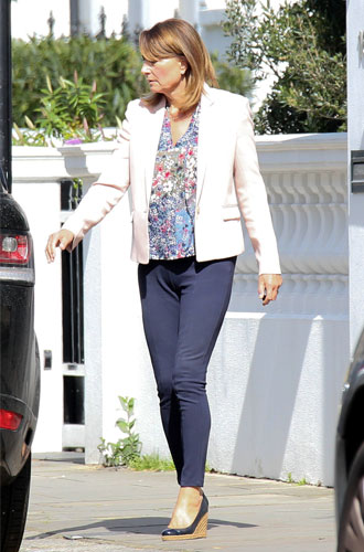Фото №20 - Гардероб Кэрол Миддлтон: как одевается мама герцогини Кембриджской