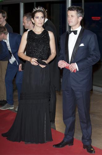 Фото №17 - 15 примеров, когда королевские особы надевали одно и то же вечернее платье несколько раз
