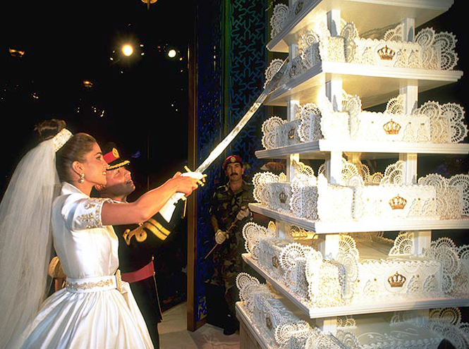 Фото №27 - Сладко: свадебные торты на королевских свадьбах