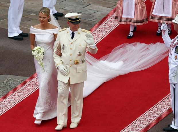 Фото №11 - Почему свадебное платье Меган Маркл было таким скромным (на самом деле)