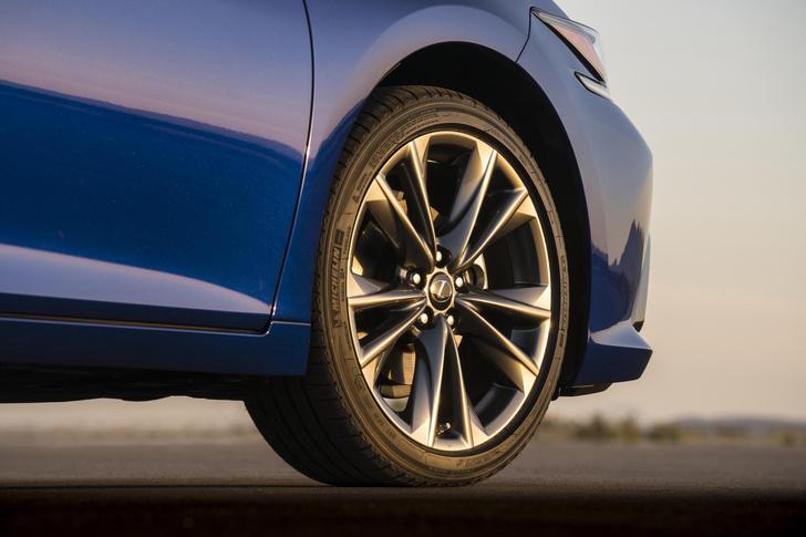 Фото №2 - Пять причин полюбить Lexus ES350