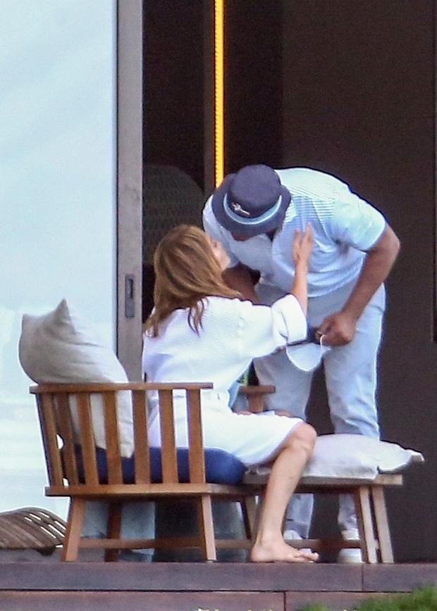 Фото №1 - И все-таки это любовь: Дженнифер Лопес и Алекса Родригеса заметили за жаркими поцелуями на острове Доминикана