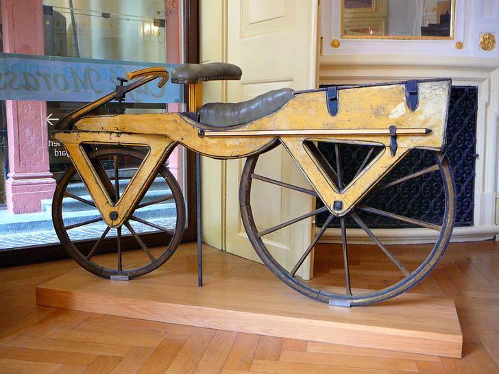 Фото №1 - Как появилось слово велосипéд?