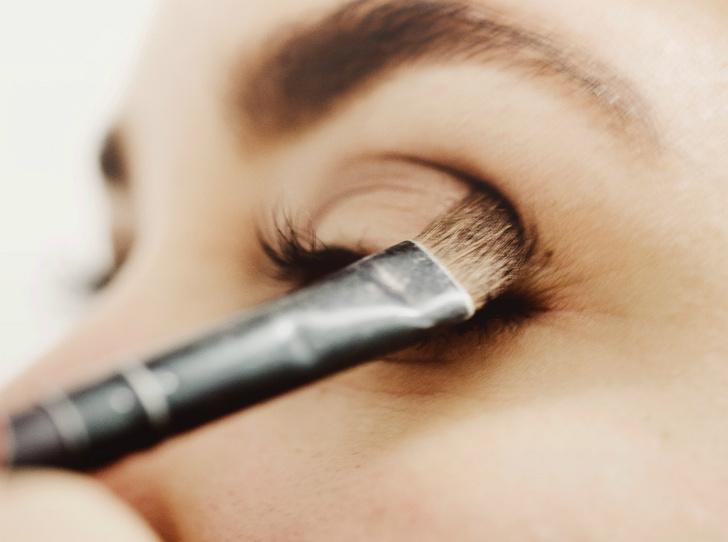 Фото №2 - 4 грубых ошибки, которые мы допускаем в вечернем макияже