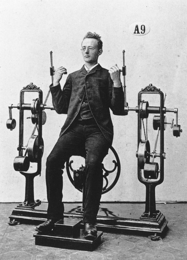 Фото №3 - Бодибилдинг в корсете: как появились и развивались спортивные тренажеры