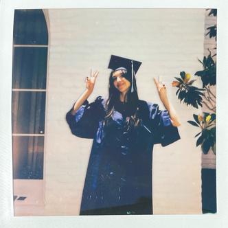 Фото №1 - Wow! Оливия Родриго закончила старшую школу 🎓🎉