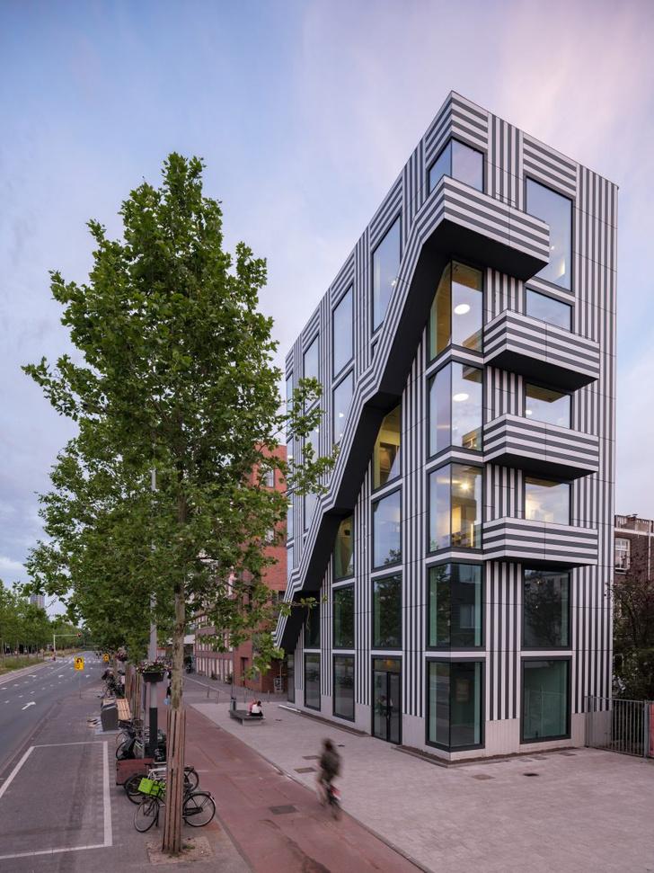 Фото №5 - Дом с монохромным принтом на основе шрифта в Амстердаме