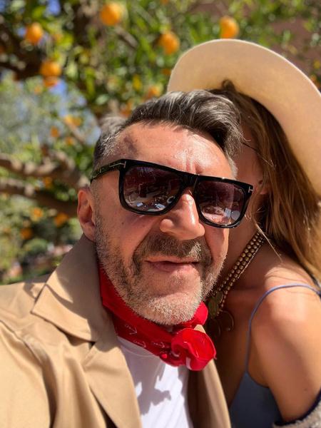 Фото №2 - Сергей Шнуров признался, чем его покорила четвертая жена