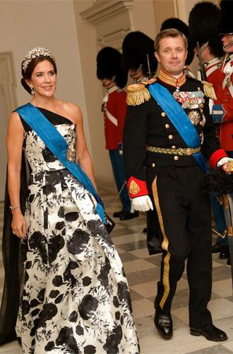 Фото №8 - Королевский статус Эммануэля (и Брижит) Макрон