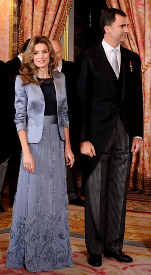 Фото №20 - 15 примеров, когда королевские особы надевали одно и то же вечернее платье несколько раз