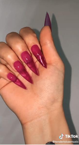 Фото №2 - Маникюр как у Tenderlybae: 7 модных идей для длинных ногтей