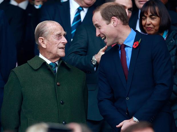 Фото №1 - Какими были отношения принцев Филиппа и Уильяма все эти годы