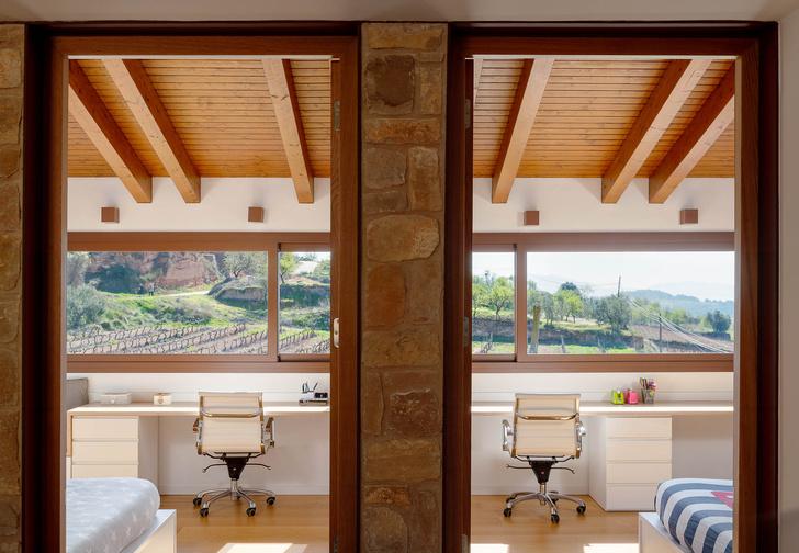Фото №10 - Экологичный дом с солнечными батареями и камином в Таррагоне