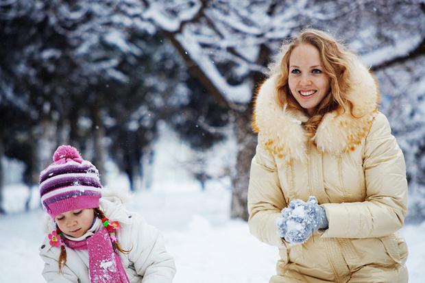 Фото №1 - Не дай себе замерзнуть: 10 игр с ребенком на улице в холодное время года