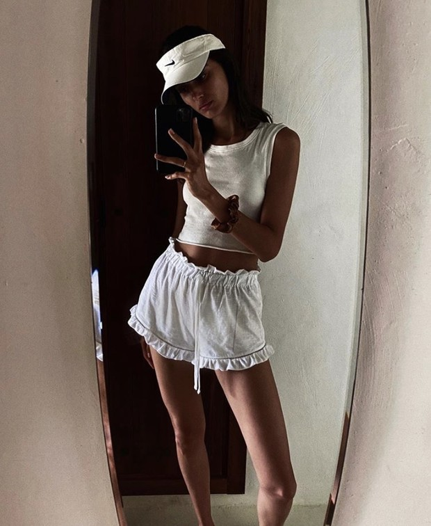 Фото №1 - Козырек Nike как у Бланки Падильи— самый модный аксессуар лета