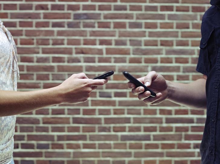 Фото №1 - Мобильные телефоны портят отношения