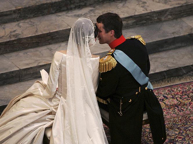 Фото №56 - Самые трогательные моменты королевских свадеб (о Гарри и Меган мы тоже не забыли)