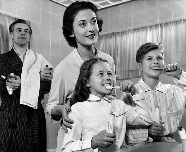 Фото №1 - Эволюция зубной щетки