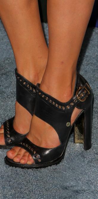 Фото №21 - Обувные бренды звезд, часть 3: Salvatore Ferragamo, Stuart Weitzman, Brian Atwood