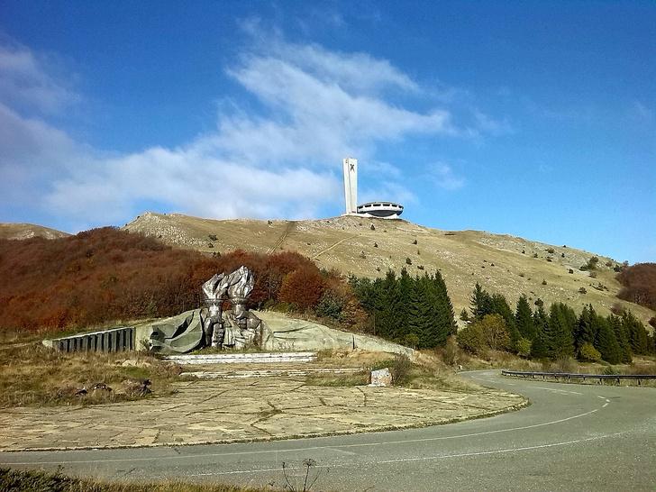 Фото №2 - Памятники несбывшемуся будущему: 6 удивительных югославских монументов