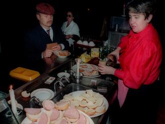 Фото №10 - «Два кусочека колбаски»: как мы жили в непростые и незабываемые 1990-е