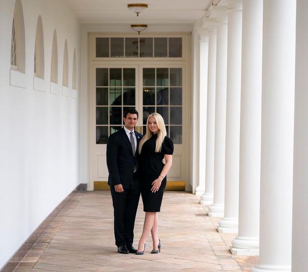 Фото №15 - Успела! Младшая дочь Трампа в последние часы его президентства обручилась с миллионером