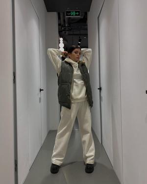 Фото №3 - Лукбук: носим трикотажный костюм как Кайли Дженнер, Джиджи Хадид, Карина Аракелян и другие