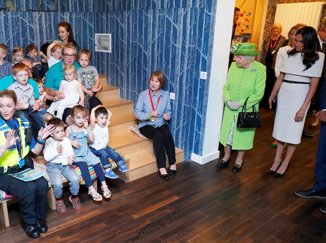 Фото №11 - Меган Маркл и Елизавета II прибыли в Чешир на первое в жизни совместное мероприятие