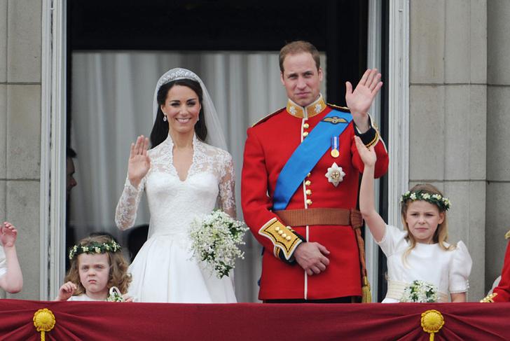 Фото №5 - Свадебная мода по-королевски: 5 знаменитых платьев
