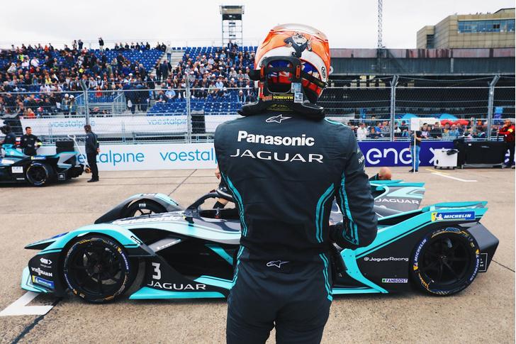 Фото №5 - Автогонки будущего: в гостях у Jaguar Racing на «Формуле E»