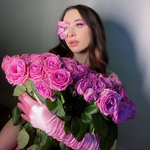 Фото №1 - «Что делать, если его не устраивает, как я одеваюсь»: Эльза ответила на вопрос с форума Woman.ru