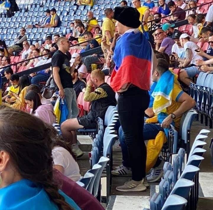 Фото №1 - Украинские фанаты избили россиянина, который пришел поддержать сборную Украины (видео)