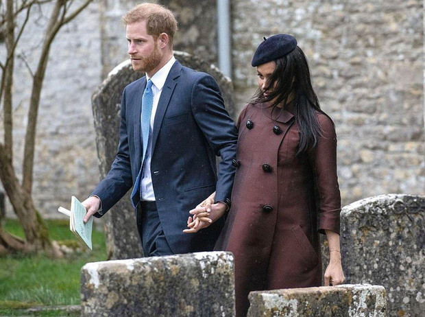 Фото №2 - Принц Гарри и Меган Маркл на крестинах дочери Зары Тиндолл
