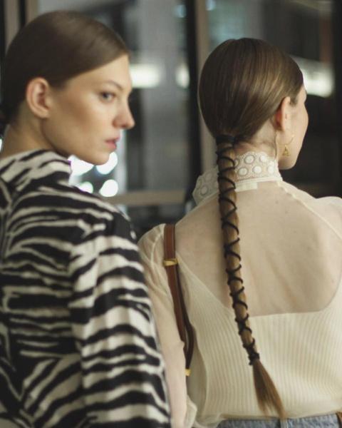 Фото №6 - Заплетай: 6 стильных причесок с косами на осень 2020