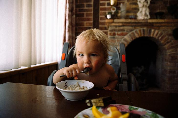 Фото №3 - Уберите их подальше: 5 вредных продуктов, которыми мы кормим детей
