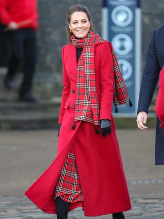 Фото №14 - Все наряды герцогини Кейт в рождественском туре по Великобритании