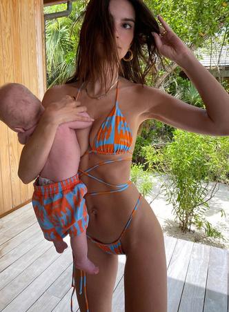 Фото №4 - Мадонны 21 века: почему современные модели отворачиваются от своих детей на фото