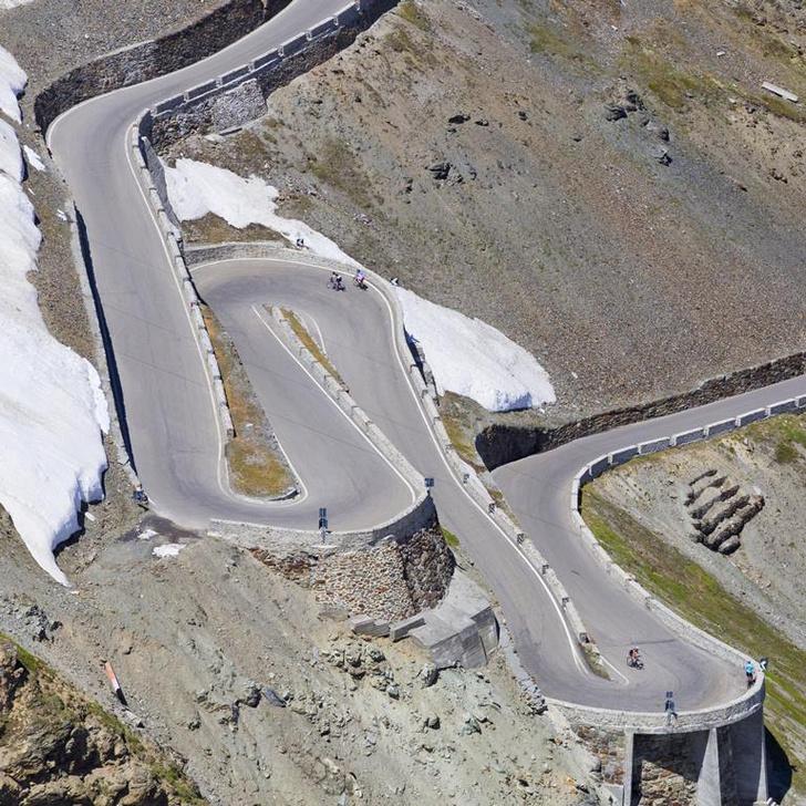Фото №4 - Как по лезвию: 8 самых опасных действующих дорог мира