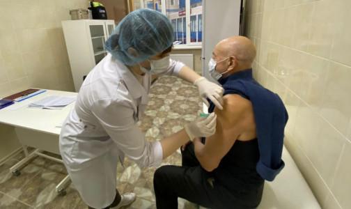 Фото №1 - В Петербург привезли 9000 доз вакцины. Это третья поставка за неделю