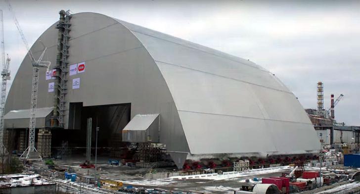Фото №1 - Над четвертым реактором Чернобыльской АЭС возводят новый защитный саркофаг