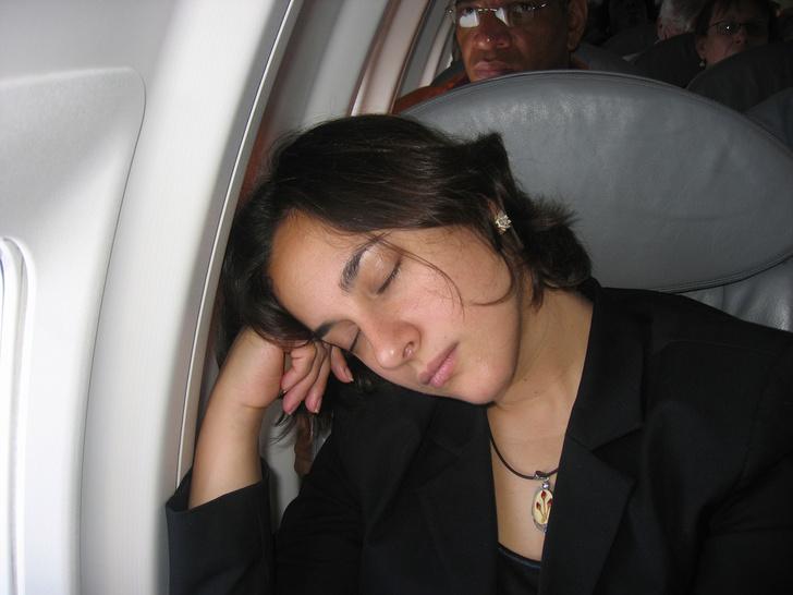 Фото №1 - Ученые советуют воздержаться от сна во время взлета и посадки